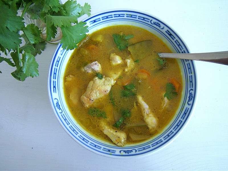 koriander-currysuppe-mit-huhnerfleisch