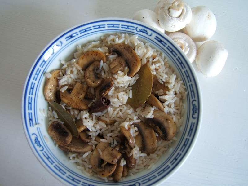 langkornreis-mit-gebratenen-champignons