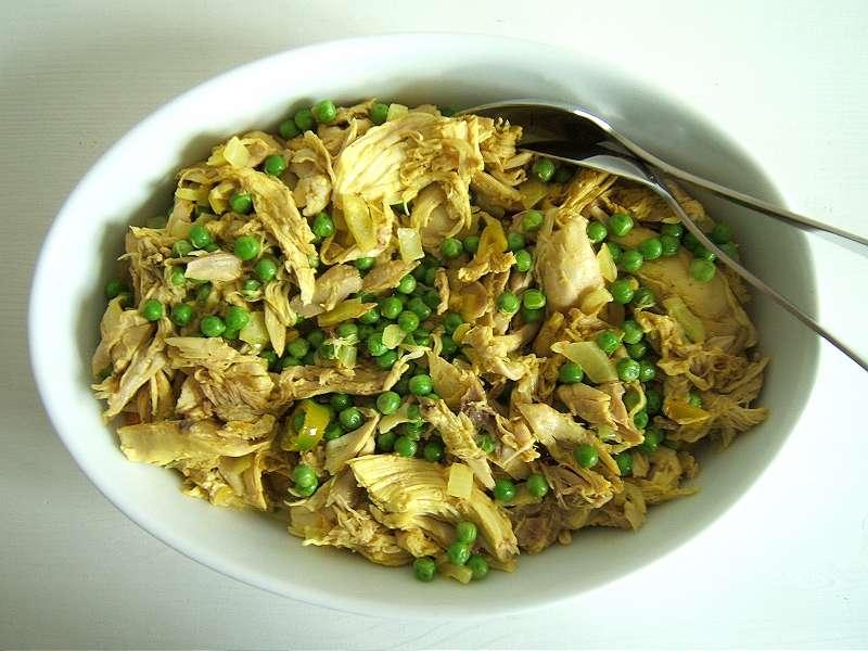 Indisches Hühnerfleisch mit grünen Erbsen