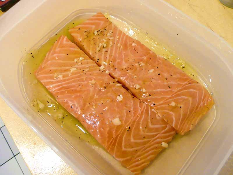 lachs-mit-pasinaken-und-linsen-Lachs-mariniert