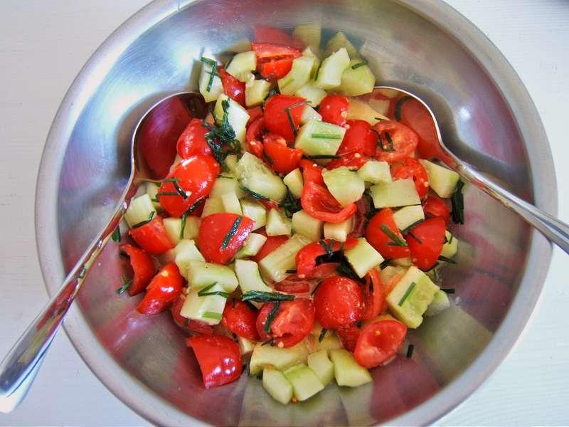 salat tomaten paprika beliebte eezepte f r n tzliche salate. Black Bedroom Furniture Sets. Home Design Ideas