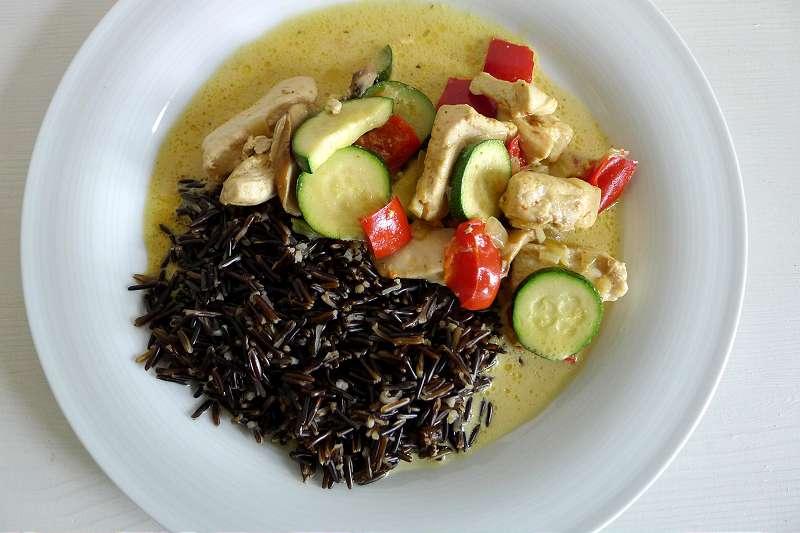 Hähnchenbrustfilets  in Currysauce mit Zucchini