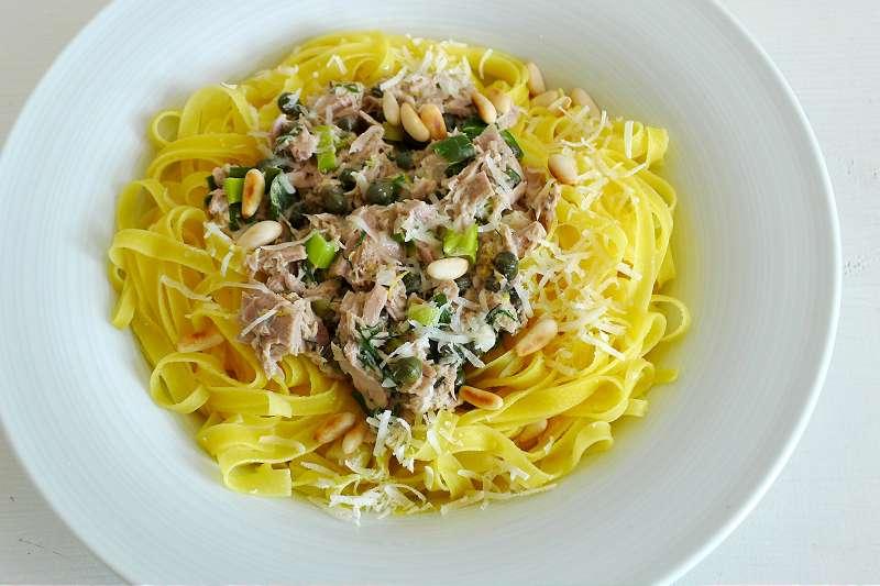 Fettuccine mit Thunfisch-Kapernsauce