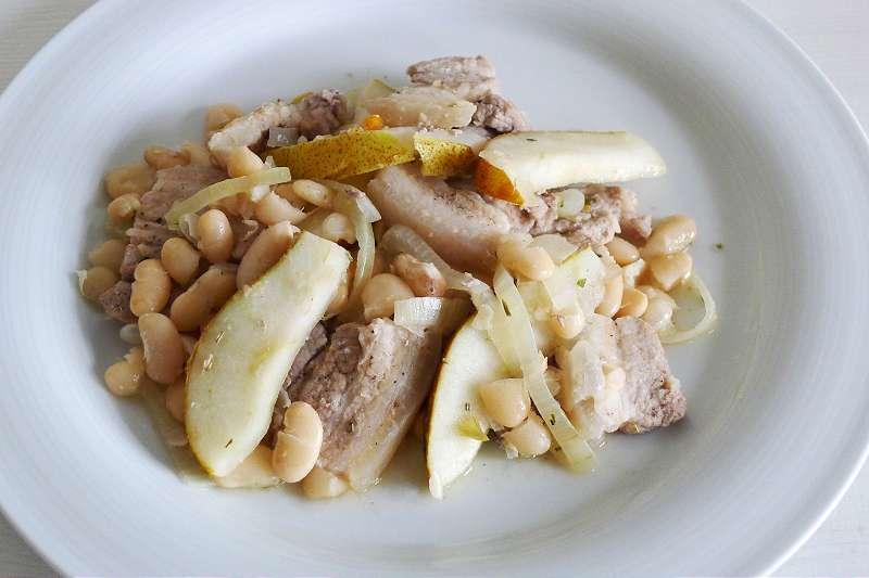 Weiße Bohnen mit Birnen und gebratenem Schweinebauch_ji-W800