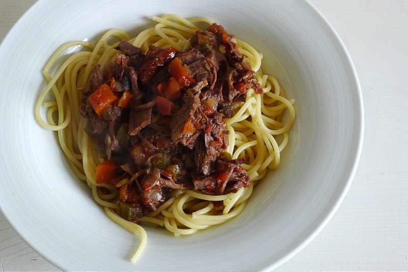 Spaghettisauce aus Rinderbrust in Rotwein _ji-W800